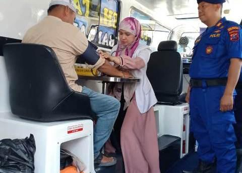 Satpolair Banjarmasin berikan pengobatan gratis warga pesisir sungai