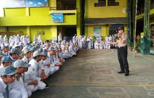 Polresta Banjarmasin : Sosialisasikan Penerimaan Polri 2020, Satuan Binmas Sambangi MAN 1 Banjarmasin