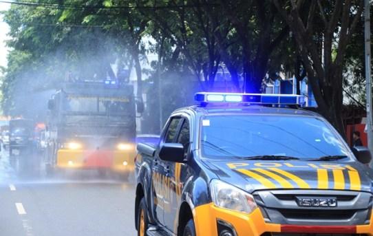 Unit AWC Polresta Banjarmasin Semprot Desinfektan Disejumlah Ruas Jalan Kota
