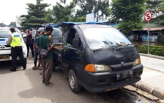 Parkir Dibahu Jalan Dan Langgar Rambu Stop, Pengguna Jalan Diganjar E-Tilang
