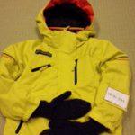 上着にネームホルダーがついている場合、そこに名前を書いた紙を入れてもいいです。