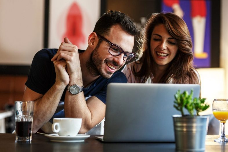 couple-looking-at-online-personal-loans-e1519602604226