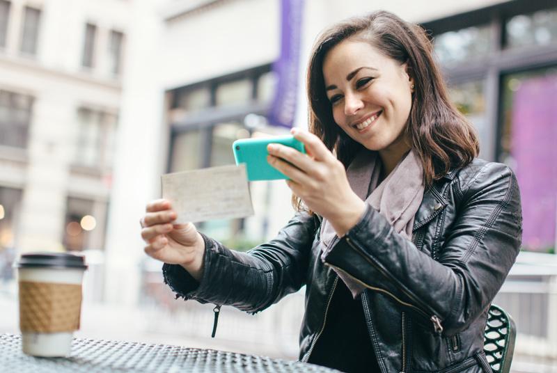 deposit-checks-with-phone