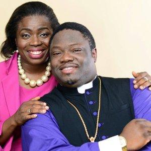 BishopBobAndRevTejuAlonge_02