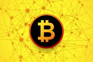 bitcoin logo na żółtym tle