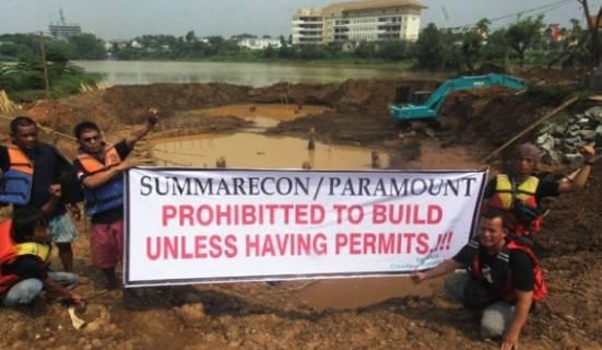 Aktivis Lingkungan Segel Saluran Pembuangan Limbah ke Cisadane