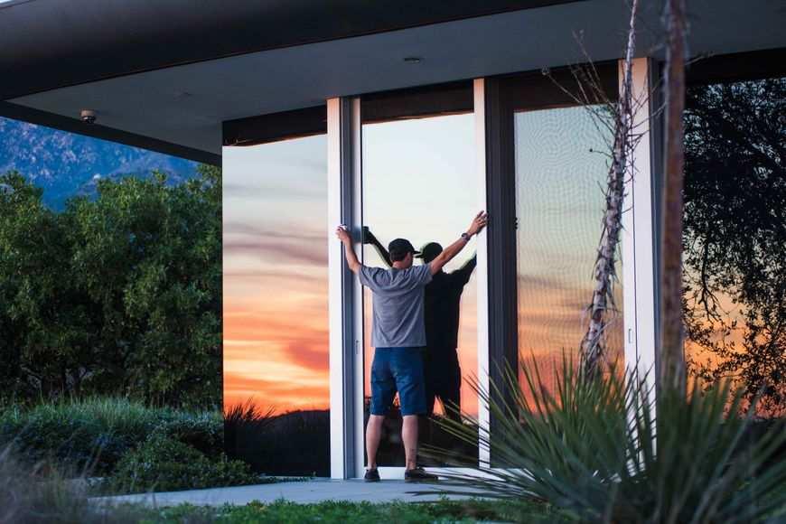 Elegancja i bezpieczeństwo czyli okna z roletami