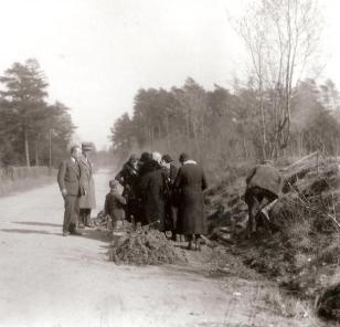premiers pèlerins à la source 1933