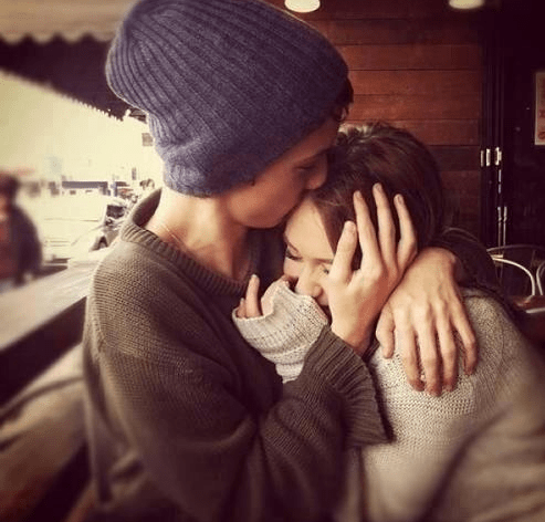 7 Best tips on how to cheer up any girl