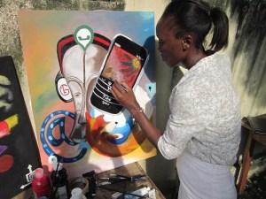 Art gabonais: photo d'une étudiante en art graphique