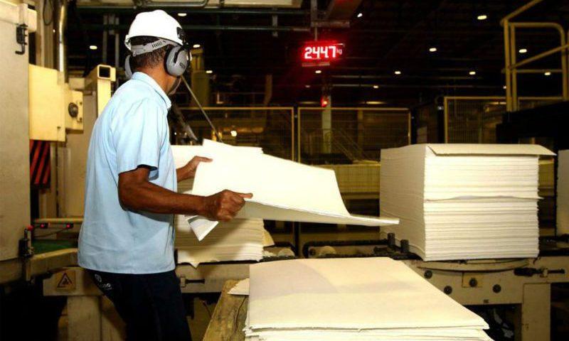 Indústria cresce em sete de 15 locais pesquisados pelo IBGE