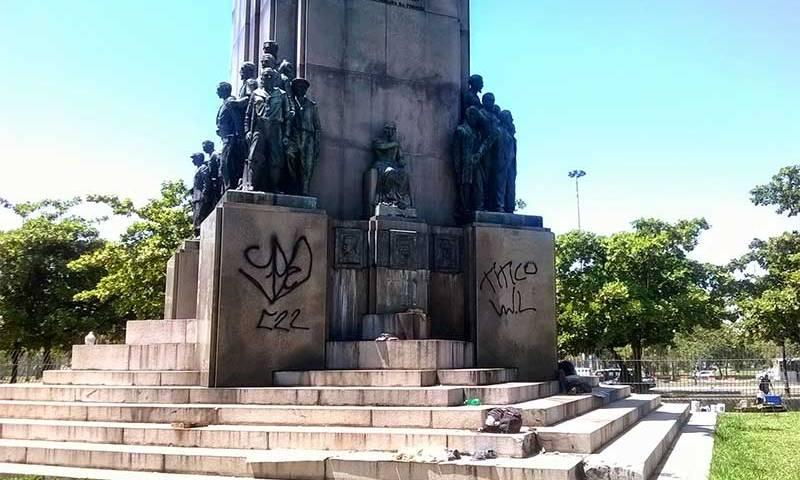 Estátua em monumento a Marechal Deodoro da Fonseca é furtada no Rio