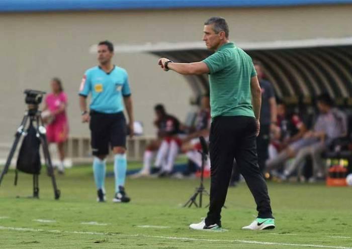 Coritiba anuncia saída do técnico Jorginho