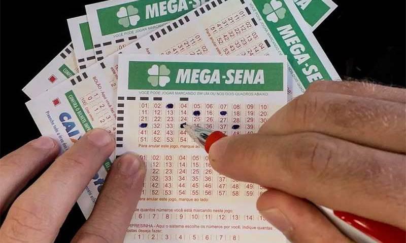 Ninguém acerta a Mega-Sena e prêmio principal acumula em R$ 7 milhões