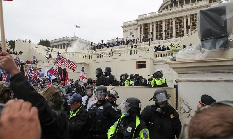 EUA: morre policial do Capitólio ferido durante invasão do prédio