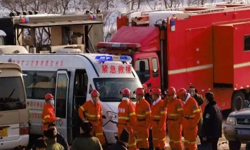 China: trabalhadores estão retidos em mina de ouro após explosão
