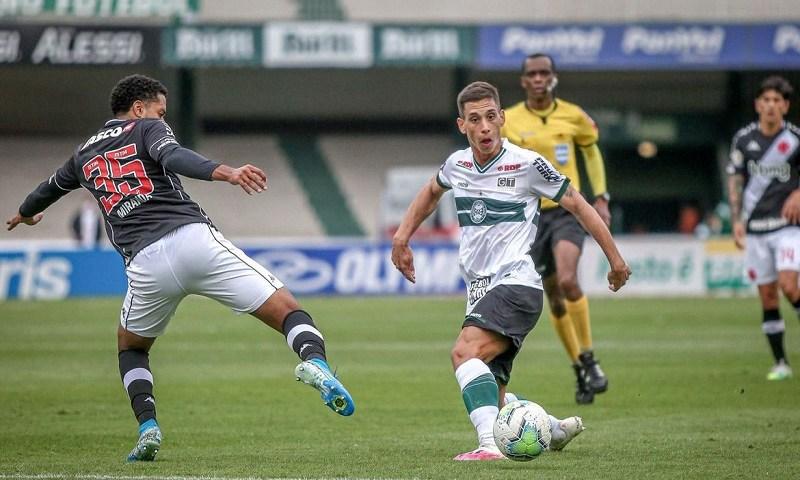 Vasco recebe Coritiba em busca de vitória para se afastar do Z-4