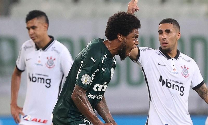 Palmeiras goleia Corinthians e segue sonhando com título brasileiro