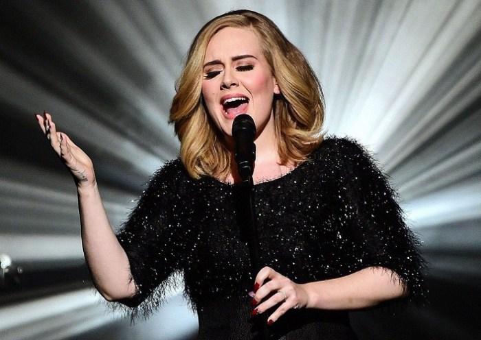 Após dois de separação, Adele conclui divórcio com o pai do seu filho