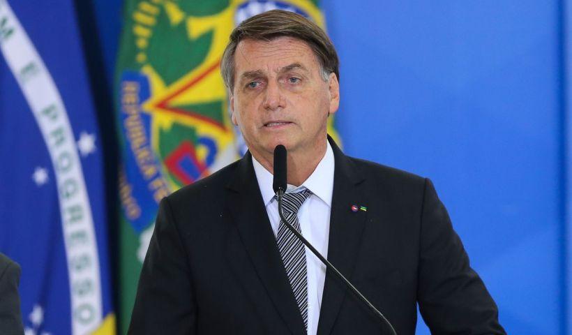 Flávio diz que Bolsonaro está bem e que cirurgia não será necessária