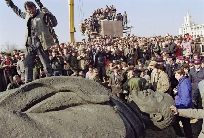 Đảng cộng sản Việt Nam quyết nối bước đảng cộng sản Liên Xô…   Tiếng Dân
