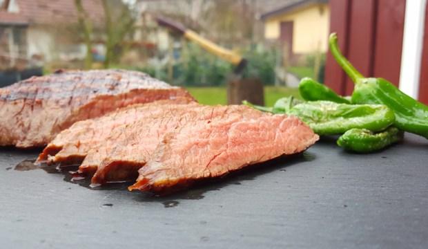 Bei 56°C Kerntemperatur ist das Steak schön medium