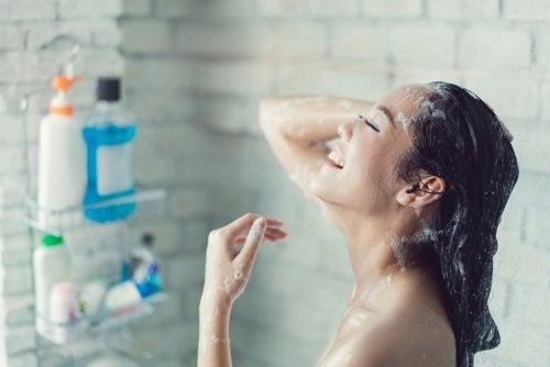 كيف تستحم لأقصى قدر من النظافة