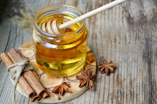 قناع تقشير العسل والقرفة