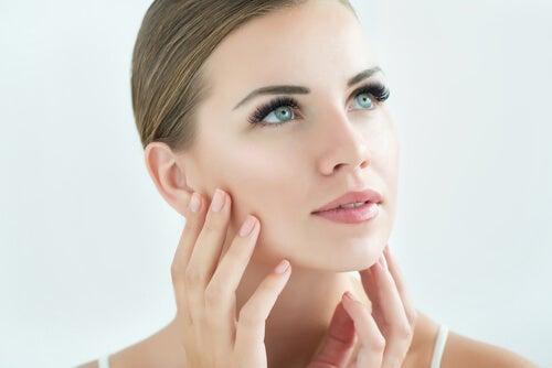 علاج البشرة الحساسة أو قناع الوجه التهاب الجلد