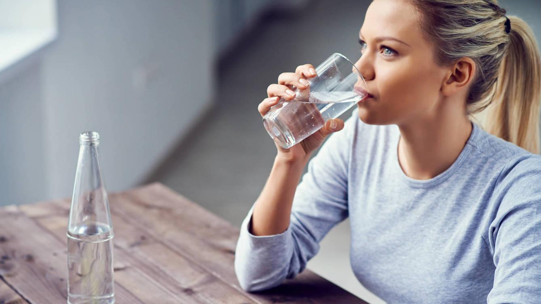 معالجة الجفاف كأهم إجراء في التهاب المعدة والأمعاء