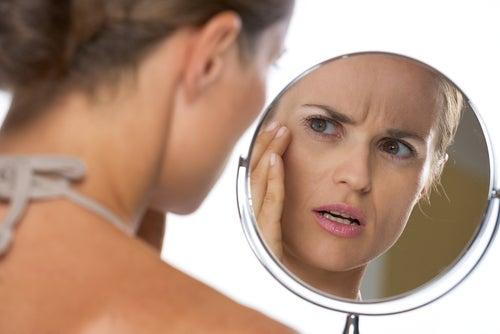 المرأة مع المرآة