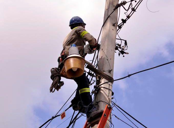 Residentes comunidades Gurabo reciben 24 horas luz
