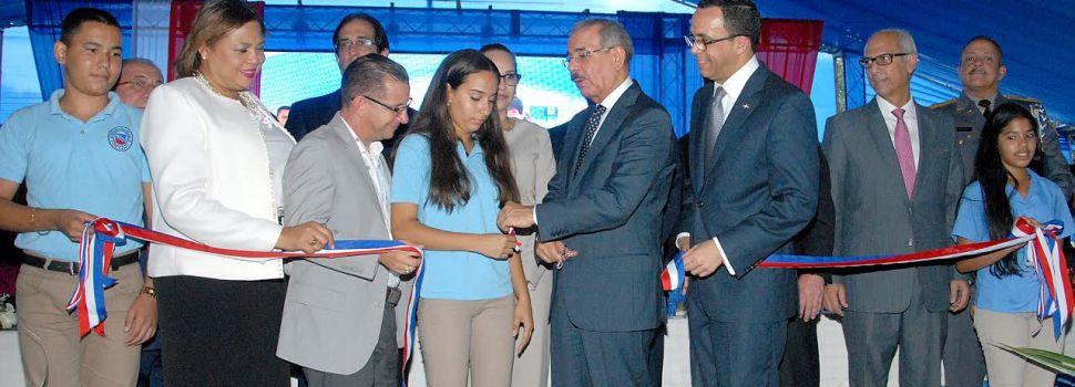 Danilo entrega cuatro centros educativos en Santiago