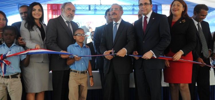 Danilo inaugura escuela primaria y estancia infantil