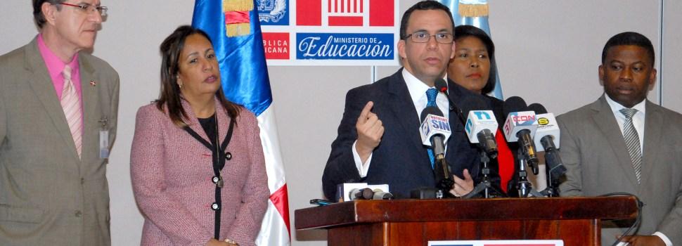 Educación sanea nómina y saca casi 4 mil maestros