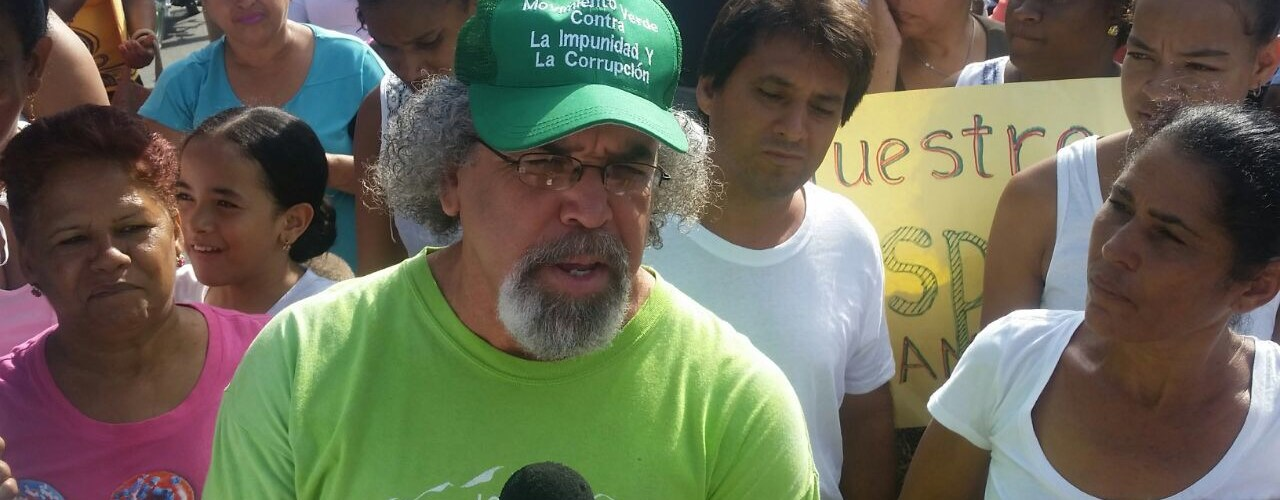 Padre Rogelio encabeza protesta