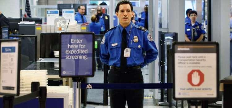 Orientan pasajeros sobre equipaje
