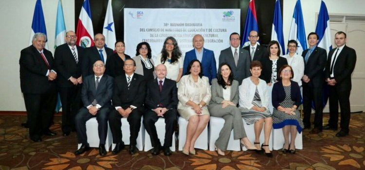 Navarro respalda política educativa regional