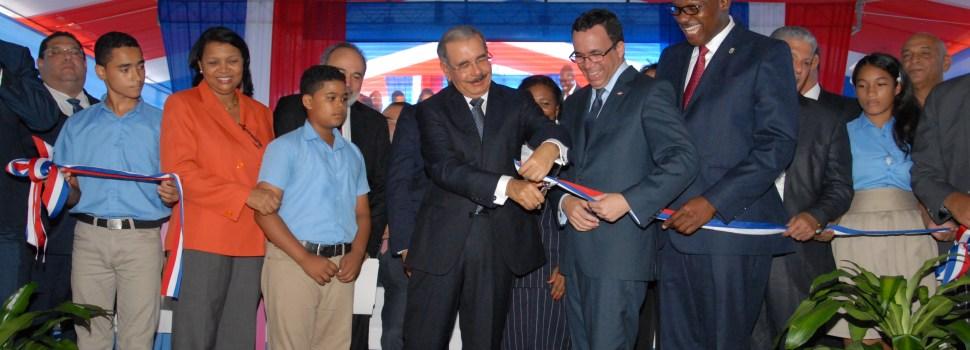 Dos nuevas escuelas entrega Danilo Medina