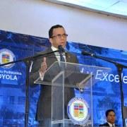 Navarro hace exhortación a estudiantes