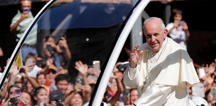 Papa Francisco se reúne con sacerdotes