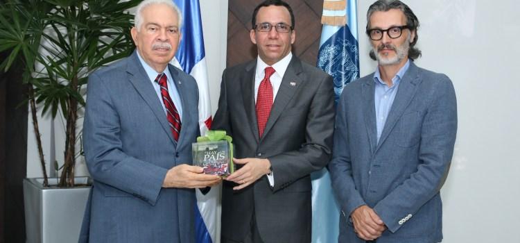 Banco BHD León hace donativo a Educación