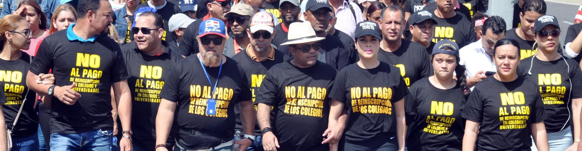 Héctor Acosta pide cese cobro reinscripción