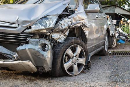 Vaca provoca accidente en carretera