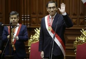 Vizcarra jura como nuevo presidente peruano