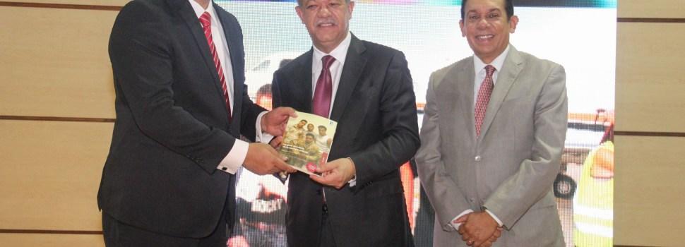 Máximo Jiménez pone a circular libro