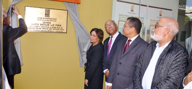 Nombre de Matilde Peña a edificio JCE