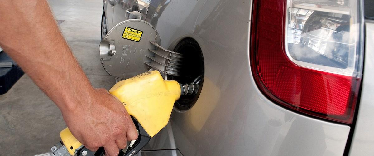 Ligeras alzas precios en dos combustibles