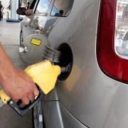 Precios combustibles suben y bajan