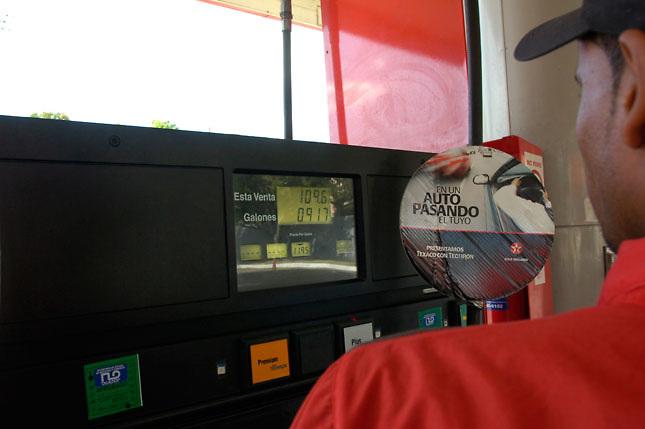 Bajan otra vez precios combustibles